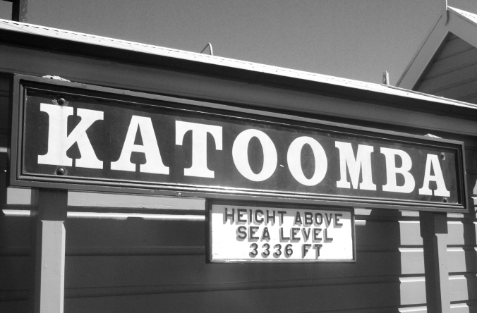 Katoomba_station_sign[1].jpg