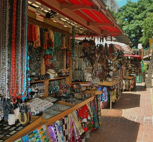 Waikiki-sovenir-stands[1]