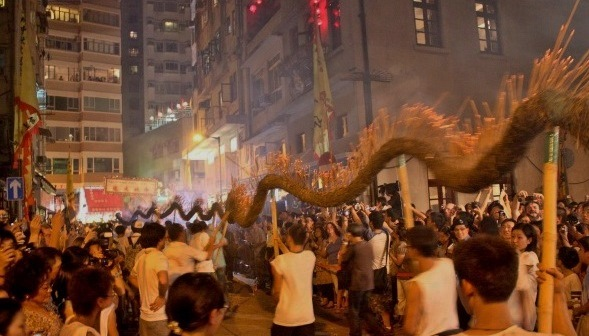 tai-hang-fire-dragon-dance-hong-kong-3[1]