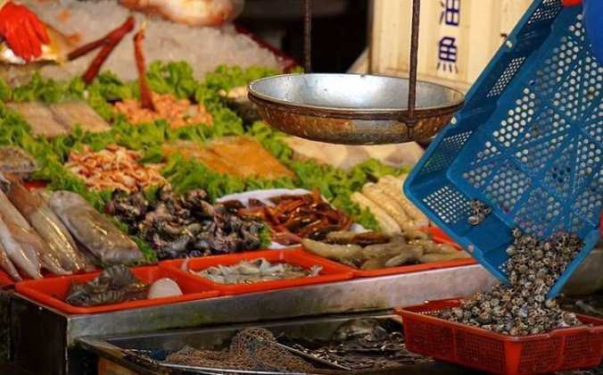 Cijin-Island-is-the-place-to-go-for-fresh-seafood-in-Kaohsiung-Taiwan[1]