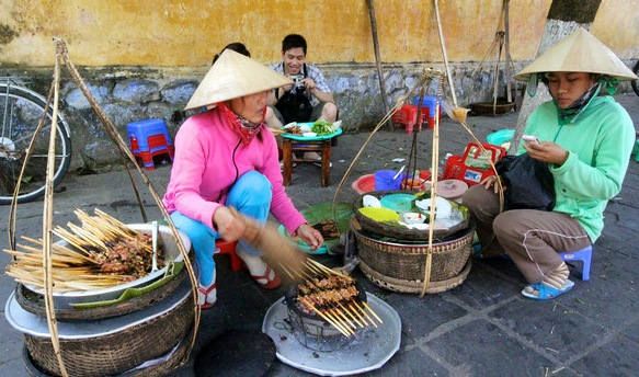 Street-Food-In-Hoi-An1[1]