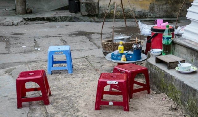 Plastic-chairs-of-South-East-Asia-Photo-credit-Chris-Hilton-03-1180x737[1]