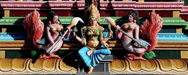 videoblocks-penang-malaysia-nov-13-2017-hindu-temple-in-georgetown-pinang-island-malaysia_snfzcgvoz_thumbnail-full01[1] (2)